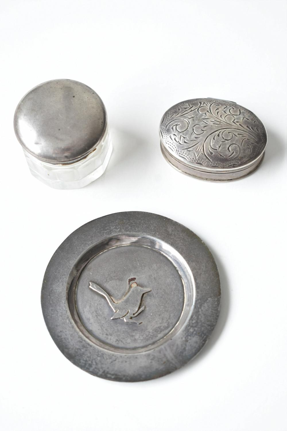 3 small Sterling silver items, plate diameter 6 cm. (2.36 in.)