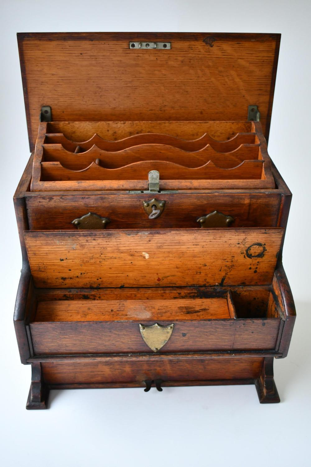 Oak Stationary chest in the form of a piano / organ 27.50 x 13 x 31.50 cm. (10.83 x 5.12 x 12.40 in.)