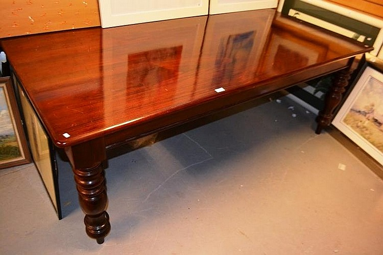 Victorian style mahogany rectangular dining table : H4097 L83794969 from www.invaluable.com size 750 x 500 jpeg 82kB