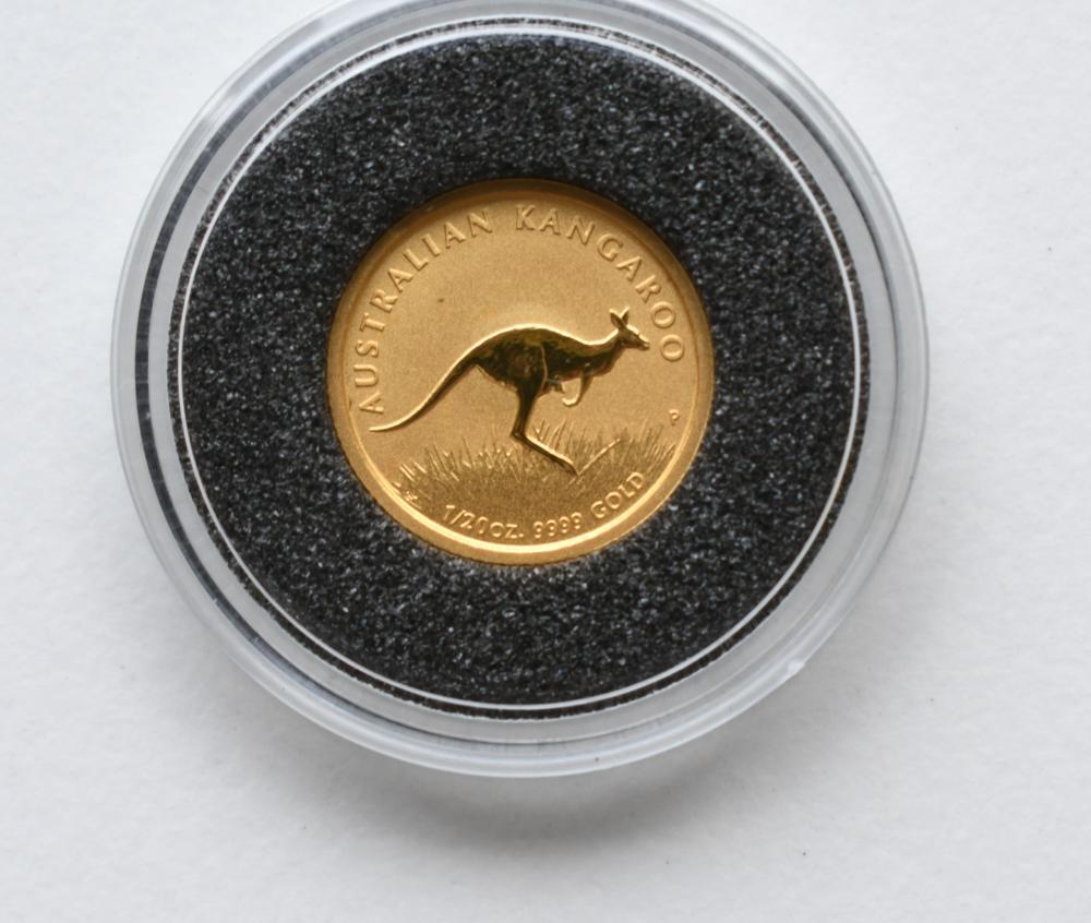 2008 Australian $5 Kangaroo Gold Coin, diameter 1.41 cm. (0.56 in.)