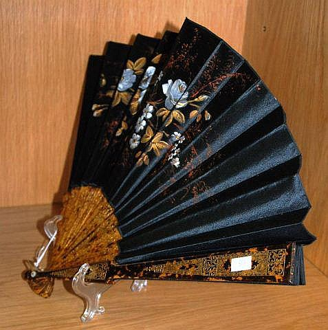 Victorian mourning fan, blades with painted