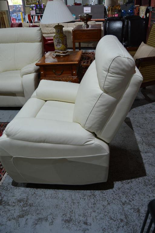 3 Piece Leather Lounge Suite Comprising 2