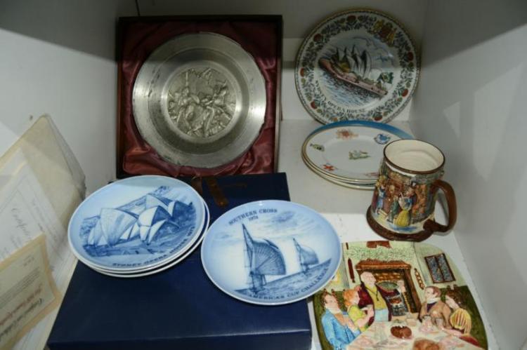 Various Display Plates Incl Sydney Opera House