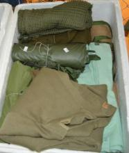 Box of ex-Dept of Defence items incl. blankets,