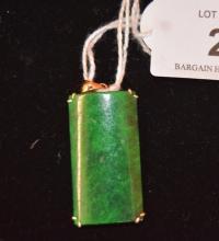 18ct gold set green jade pendant