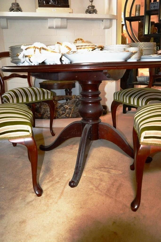 Cedar Dining Table And Chairs Victorian Style Wih Circular