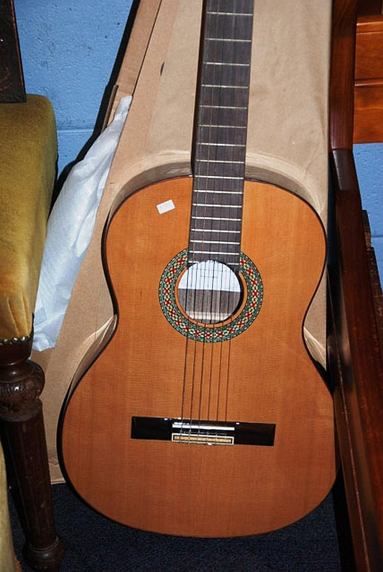Miguel Rosales 'MR' classical guitar, solid top as