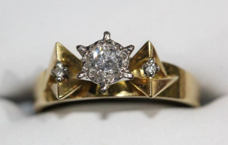 18ct yellow gold diamond set ring,