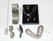 Qty jewellery incl. a wide sterling silver paneled