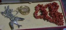 Qty of jewellery to incl. a free form coral