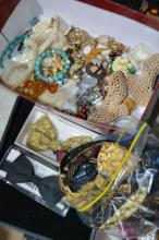 Qty of various costume jewellery to incl.