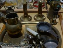 Qty of various brass and metal items