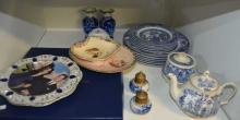Qty of blue & white items