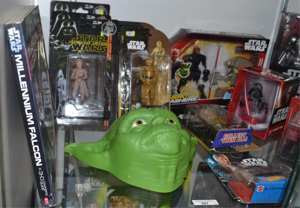 Shelf of assorted Star Wars items to incl.