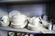 50 pieces of Royal Doulton 'Carnation' pattern dinner ware incl. soup tureens, gravy boat, teapot, plates etc