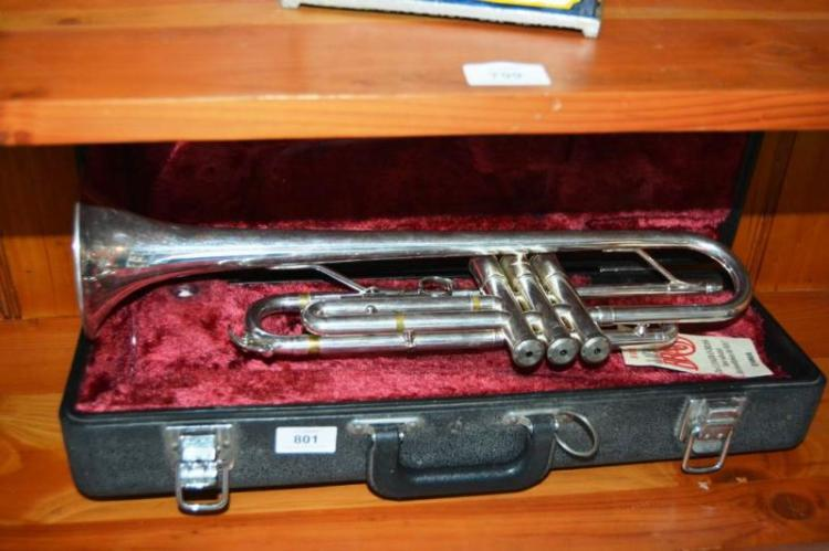 Yamaha trumpet complete with case mouthpiece for Chaise yamaha