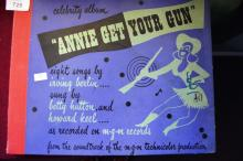 Record set 'Annie Get Your Gun', with songs by Betty Hutton & Howard Keel, recorded by MGM, special presentation with photo prints from the movie, in an album format