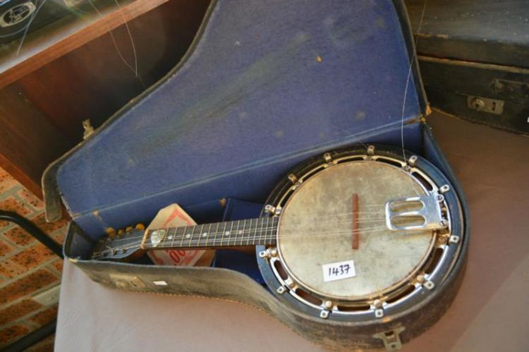 Vintage Cuckoo brand banjo-mandolin,