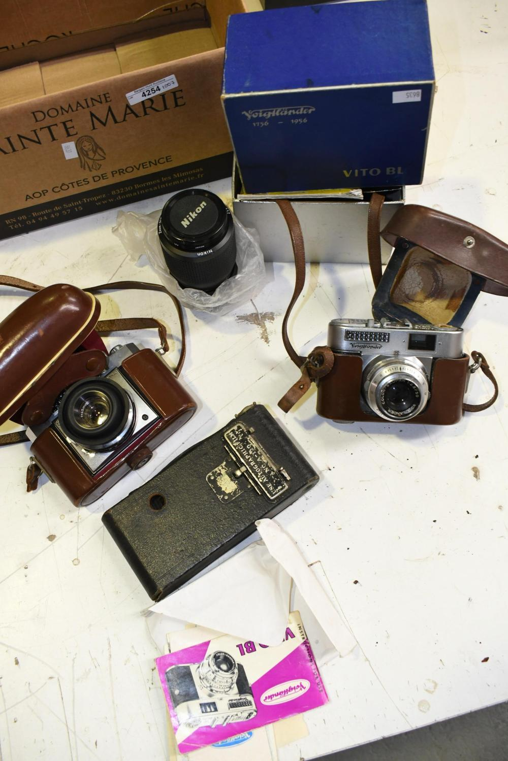 Collection of vintage camera equiptment etc