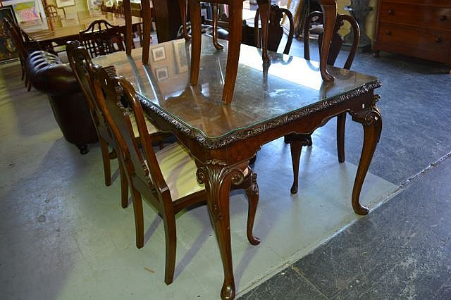 Fine mahogany dining suite in the Queen Anne