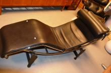 Replica Corbusier chaise lounge model. LC4 Cassina, giraffe black leather and chrome base and black frame