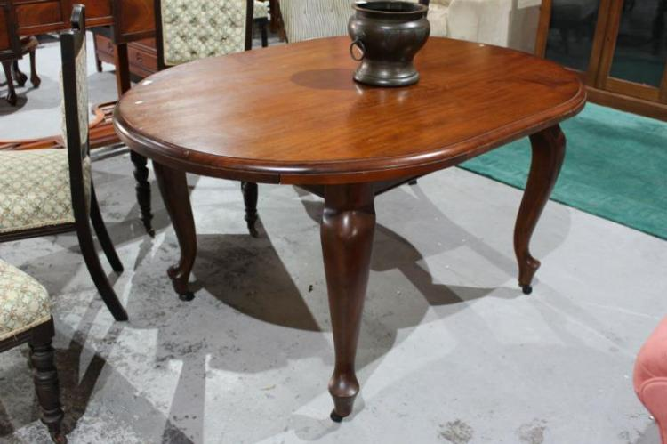 Early 20thC Queensland maple dining table : H4097 L121079878 from www.invaluable.co.uk size 750 x 499 jpeg 47kB