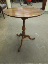 Queen Anne Tilt top Table