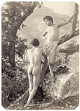 Gloeden, Wilhelm von: Two male nudes on tree trunk