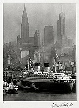 Feininger, Andreas: Queen Elizabeth in New York Harbor