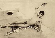 Plüschow, Guglielmo: Young male nude on leoprad skin