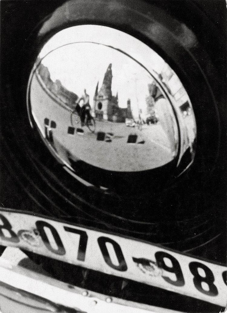 Eckelt, Werner: Berlin reflection in a car hub
