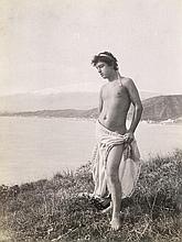 Gloeden, Wilhelm von: Semi-nude boy, Etna in the background