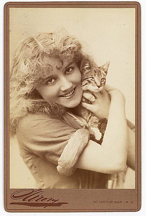 Actress Ellaline Terriss holds a kitty.