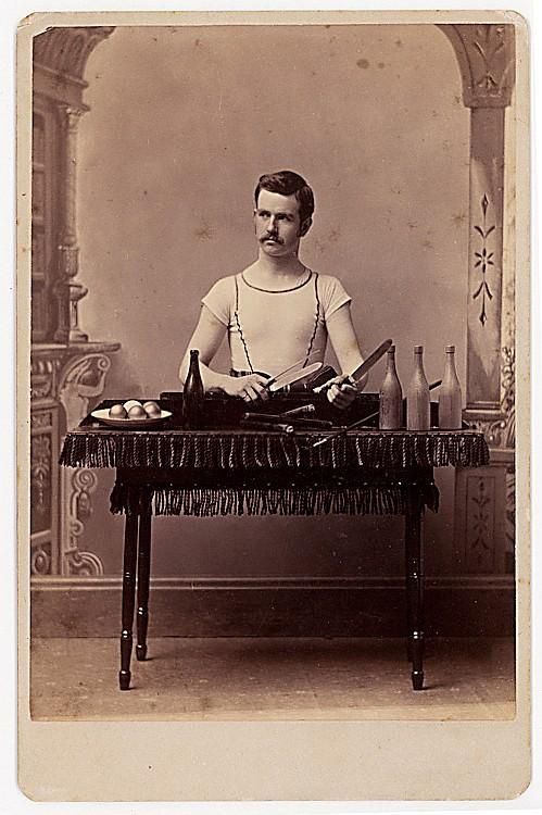 A legless juggler. He holds knives.