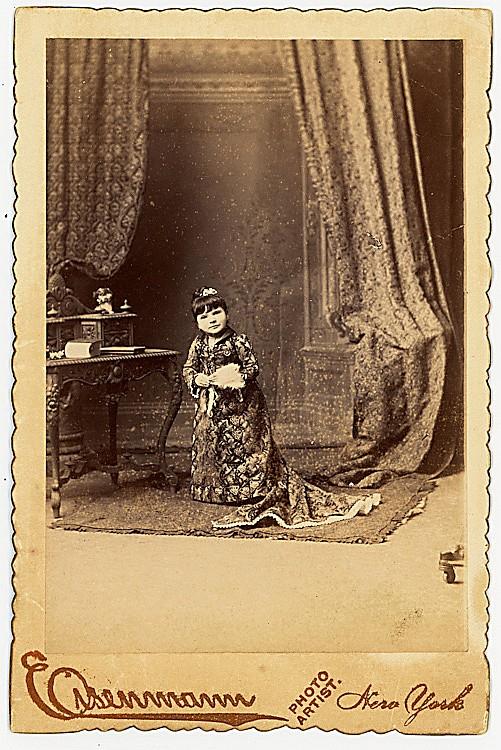 Midget Henriette Moritz, by Eisenmann.