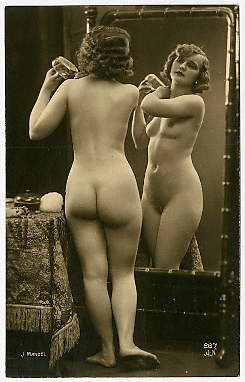 A nude in the mirror