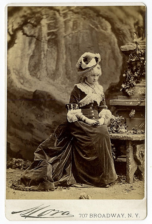 Theatrical performers. 20 cabinet cards by Jose Maria Mora.