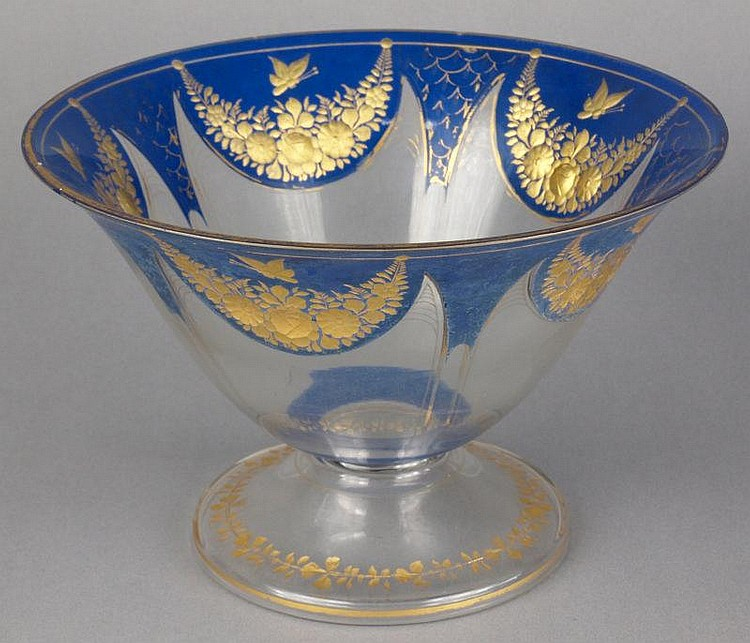 A late 19th/early 20th Century French glass bowl: