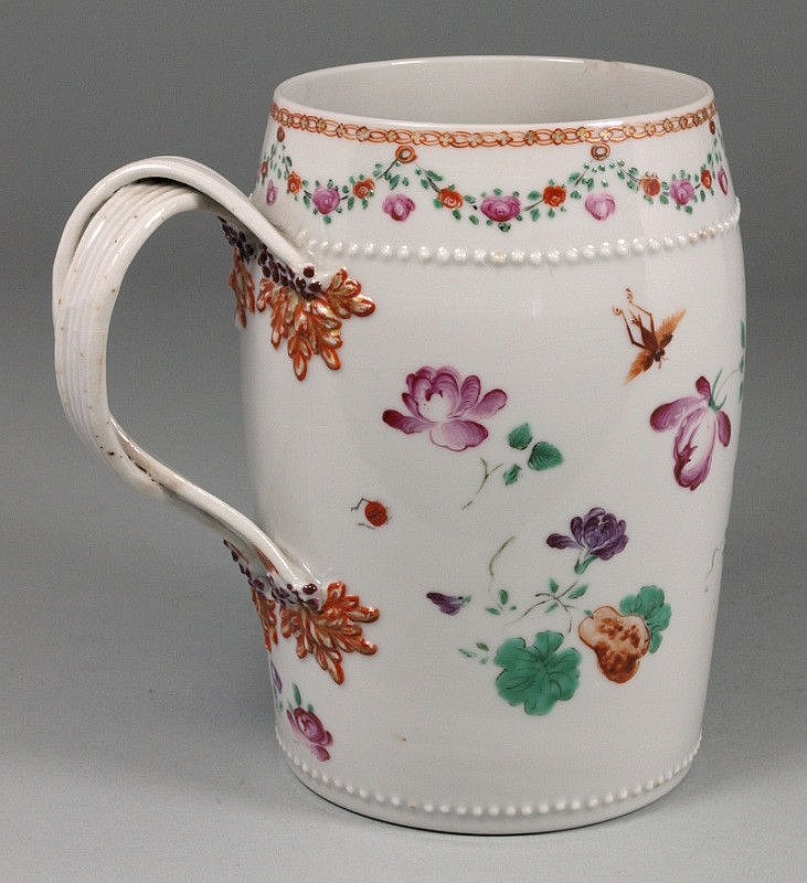 A Chinese porcelain tankard of swelling