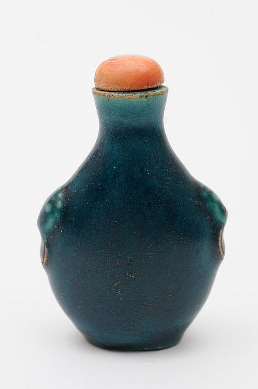 A Chinese turquoise-glazed ceramic snuff bottle of