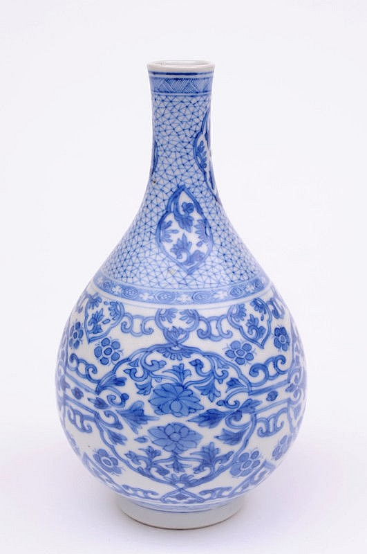 A Chinese porcelain vase for the Japanese market
