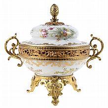 Small incense burner. White Sèvres-style porcelaine, partly gilt. Floral decor. Fire-gilt bronze an copper mounts. Circa 1900.