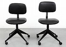 VELCA XX Pair of office chairs, circa 1960. Black painted star feet wi