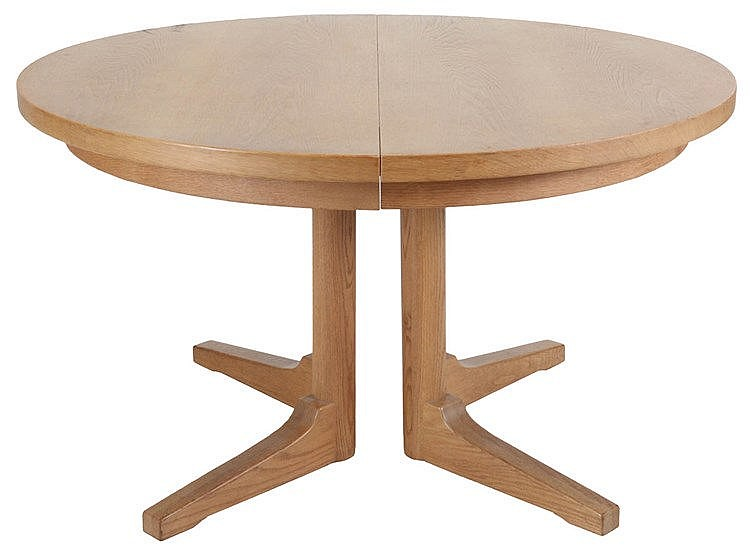 ANONYMOUS XX Extendable round dining table, circa 1970. Light oak.