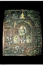 Plaque en cuivre repoussé, bronze et argent, représentant le Bouddha en méditation accompagné de deux disciples, le pourtour illustré de scènes de la vie du Bouddha.   Népal, XXe siècle. 35 x 29,5 cm  80/120€