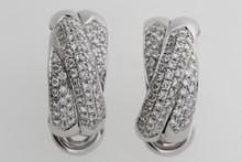 Paire de boucles d'oreilles Tresses en or pavées de brillants. P 14,7g