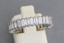 Alliance en or sertie de diamants de taille baguettes. TDD 53. P 4,1g
