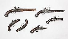 Paire de pistolets de voyage à silex. Canons ronds à bourrelet, tromblonnés à la bouche, à pans aux tonnerres. Platines et chiens col de cygne à corps ronds. Garnitures en fer découpé. Crosses en noyer. A.B.E. Vers 1760-1780 (manque les baguettes).
