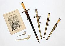 Rare pipe en terre blanche provenant du navire «Le Chameau» Tuyau marqué «Queens Buffalo William». Fourneau marqué «AOF» à décor d'un chasseur et de son chien, ainsi qu'une tête de cerf et d'un cor. Longueur: 10 cm. On y joint une seconde pipe