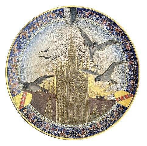 Rare plat ornemental de Sarreguemines au blason de la ville de Metz, il porte les initiales V. K pour Victor. KRAMER